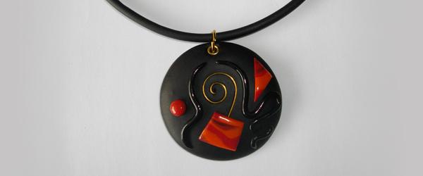 Pendentif rond noir et rouge (éole)
