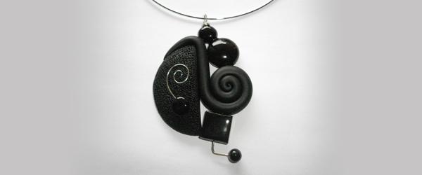 Collier graphique noir