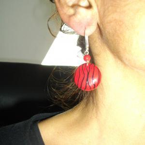 Rendu porté (boucles rondes fils rouge) - Vente en ligne de bijoux fimo