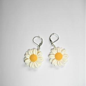 Boucles fleurs (marguerite blanche) - Vente en ligne de bijoux fimo
