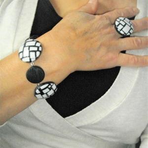 Rendu porté Bracelet (mosaique blanc et noir) - Vente en ligne de bijoux fimo