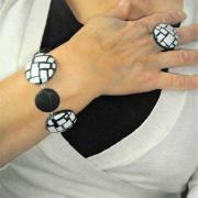 Rendu porté Bracelet (mosaique blanc et noir)