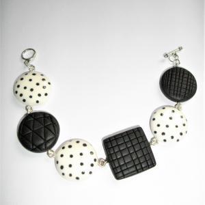 Bracelet avec ronds et carrés ( pois noir et blanc) - Vente en ligne de bijoux fimo