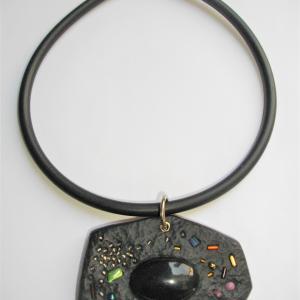 Rocher (noir) - Vente en ligne de bijoux fimo