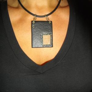 Rendu porté (grillage noir) - Vente en ligne de bijoux fimo