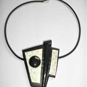 Triangle déstructuré (noir et blanc) - Vente en ligne de bijoux fimo
