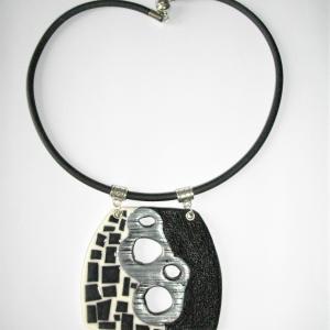 Trapèze arrondi,moitié mosaique et trous argentés - Vente en ligne de bijoux fimo