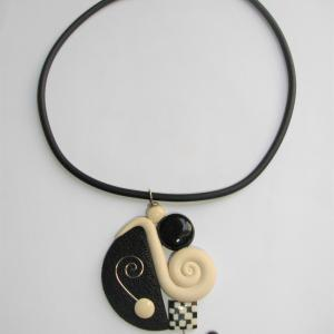 Escargot (blanc cassé et noir) - Vente en ligne de bijoux fimo