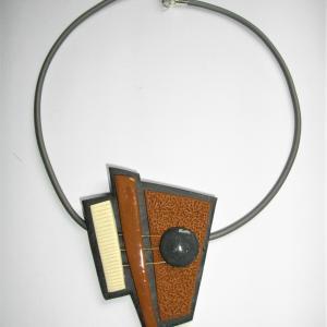 Triangle déstructuré (chamois) - Vente en ligne de bijoux fimo