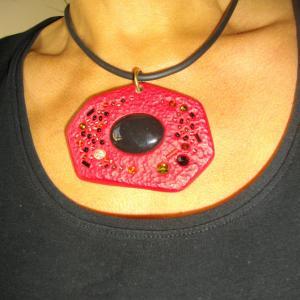 Rocher rouge rendu porté - Vente en ligne de bijoux fimo