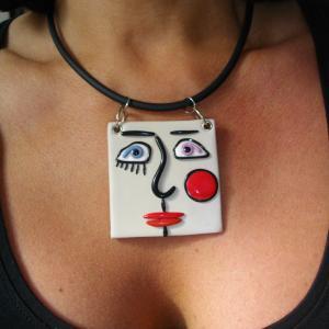 Rendu porté visage carré ( blanc cassé) - Vente en ligne de bijoux fimo