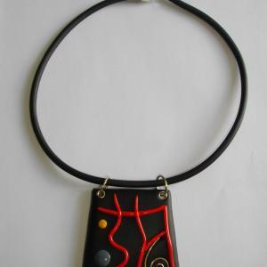 Pendentif relief (rouge , bleu et jaune) - Vente en ligne de bijoux fimo